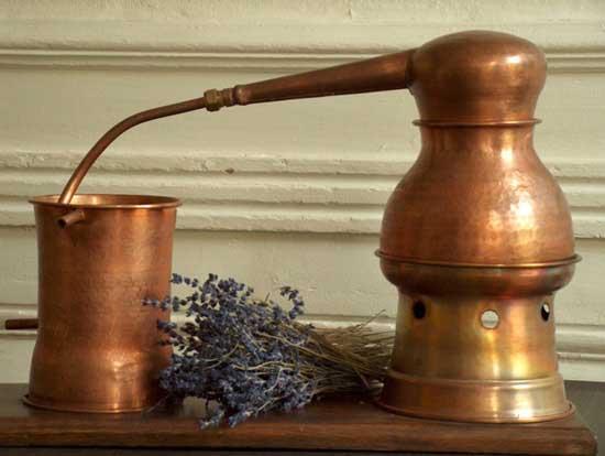 Alambique clásico de destilación