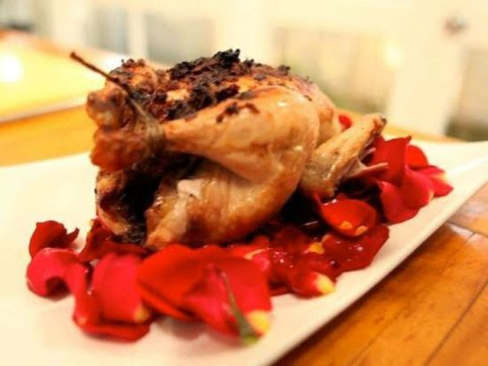 Flores comestibles - Pollo en salsa de pétalos de rosas