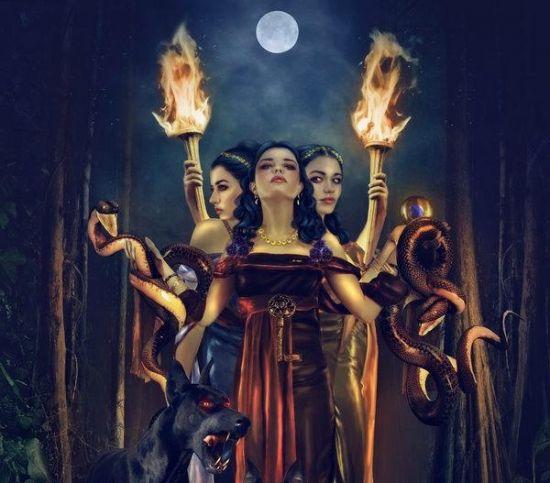 hécate la diosa dueña de los fantasmas