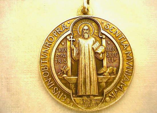 Medalla de San Benito - Medalla dorada