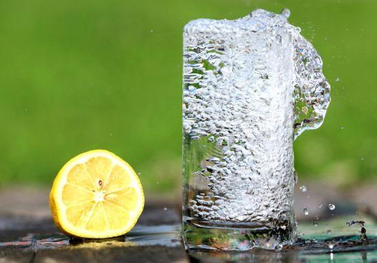 agua de limón bajar de peso
